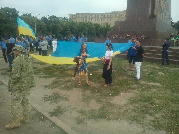 «Антимайдоновцы» и «Евромайдан» одновременно вышли на площадь Свободы на митинги, фото-3