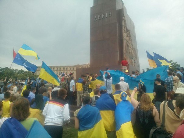 «Антимайдоновцы» и «Евромайдан» одновременно вышли на площадь Свободы на митинги, фото-2