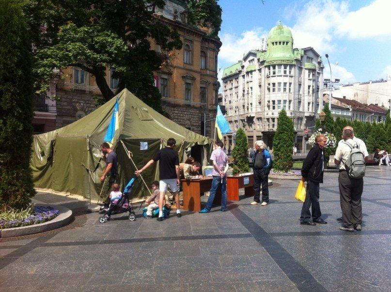 У центрі Львова створили пункт допомоги солдатам та їх сім'ям (ФОТО), фото-1
