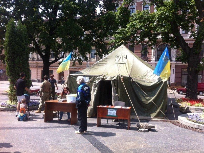 У центрі Львова створили пункт допомоги солдатам та їх сім'ям (ФОТО), фото-2