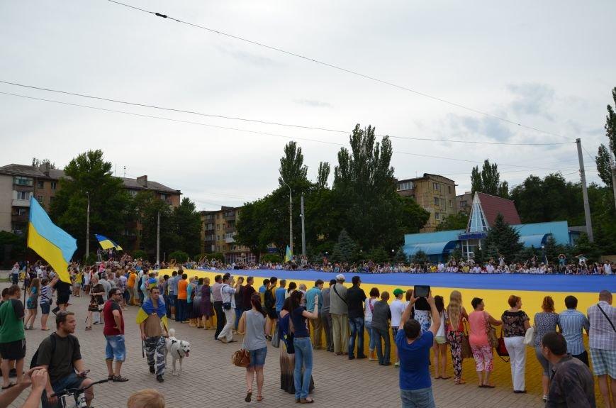 В Мариуполе растянули самый большой флаг Украины (ФОТОРЕПОРТАЖ), фото-9