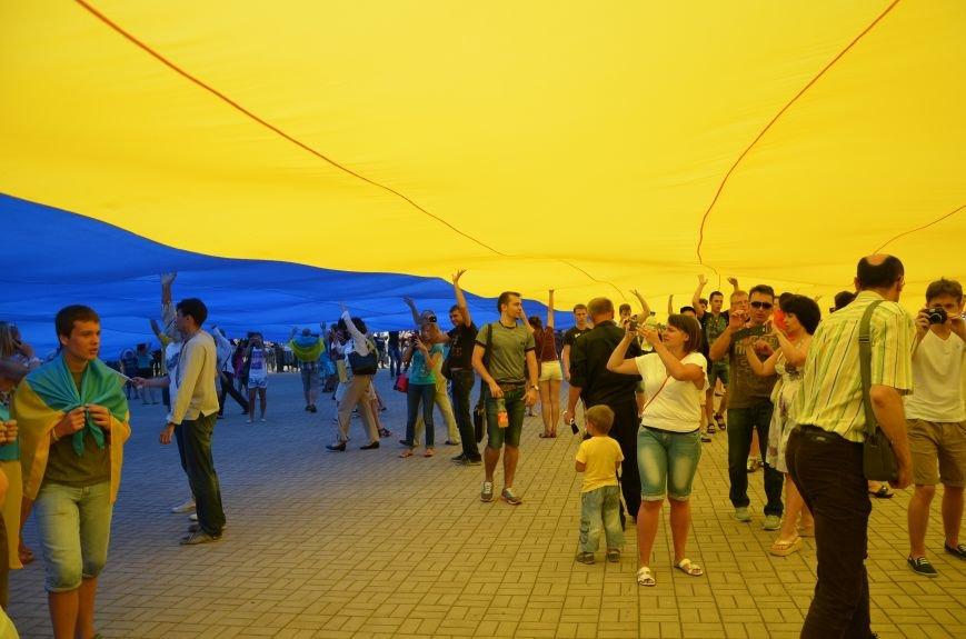 В Мариуполе растянули самый большой флаг Украины (ФОТОРЕПОРТАЖ), фото-15