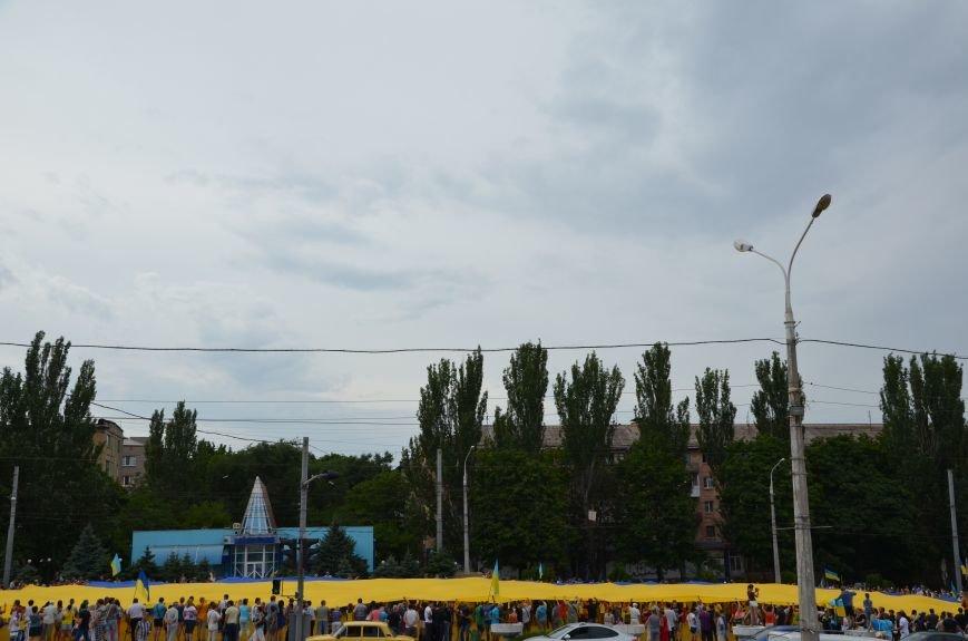 В Мариуполе растянули самый большой флаг Украины (ФОТОРЕПОРТАЖ), фото-25