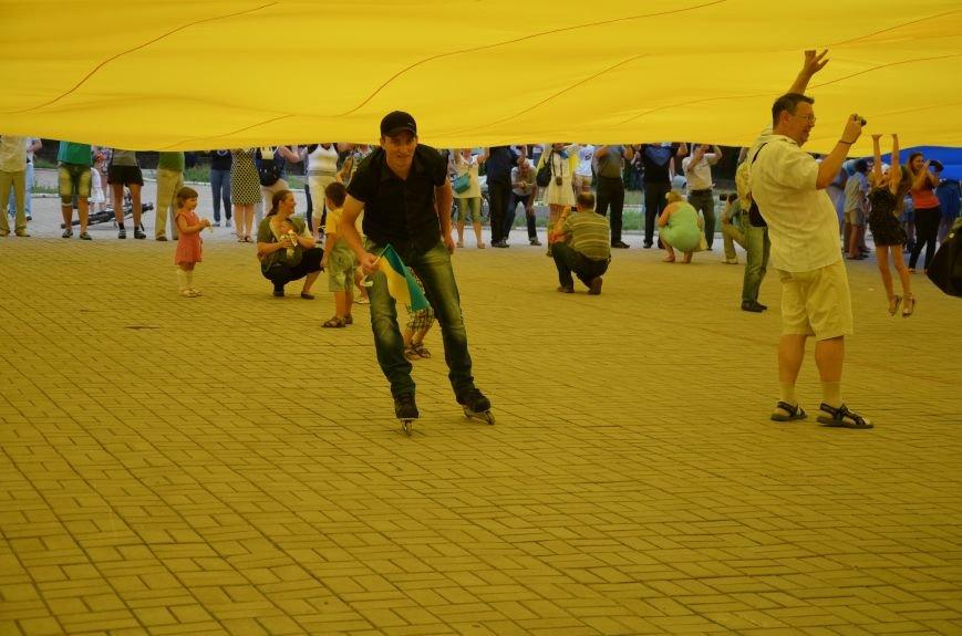 В Мариуполе растянули самый большой флаг Украины (ФОТОРЕПОРТАЖ), фото-22