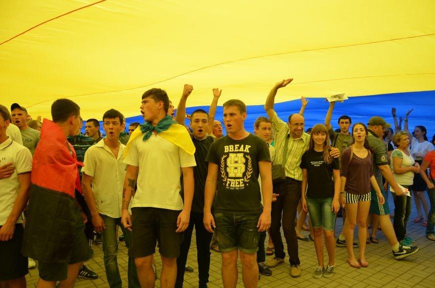 В Мариуполе растянули самый большой флаг Украины (ФОТОРЕПОРТАЖ), фото-17