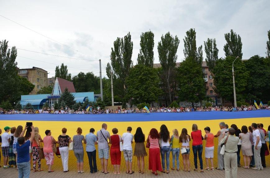 В Мариуполе растянули самый большой флаг Украины (ФОТОРЕПОРТАЖ), фото-1