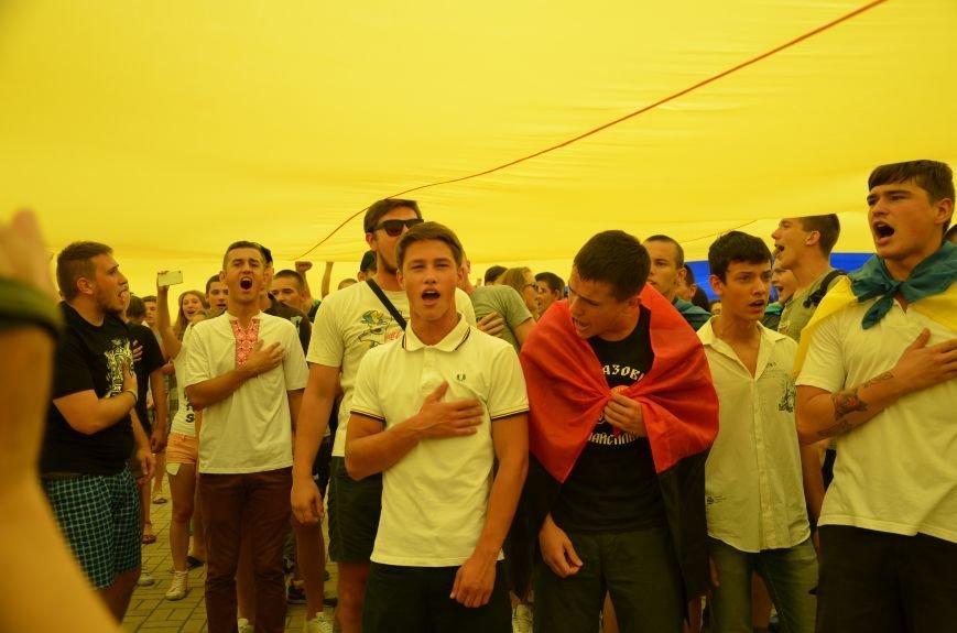 В Мариуполе растянули самый большой флаг Украины (ФОТОРЕПОРТАЖ), фото-18