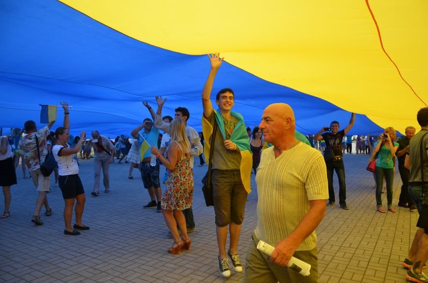 В Мариуполе растянули самый большой флаг Украины (ФОТОРЕПОРТАЖ), фото-14