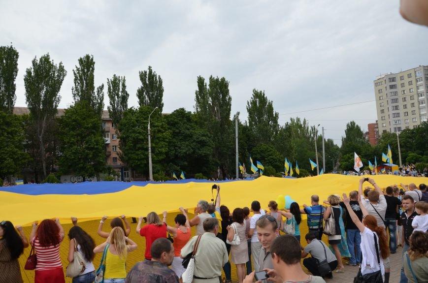 В Мариуполе растянули самый большой флаг Украины (ФОТОРЕПОРТАЖ), фото-26