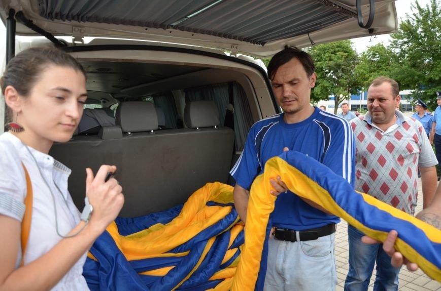 В Мариуполе растянули самый большой флаг Украины (ФОТОРЕПОРТАЖ), фото-5