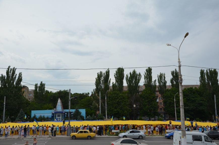 В Мариуполе растянули самый большой флаг Украины (ФОТОРЕПОРТАЖ), фото-24
