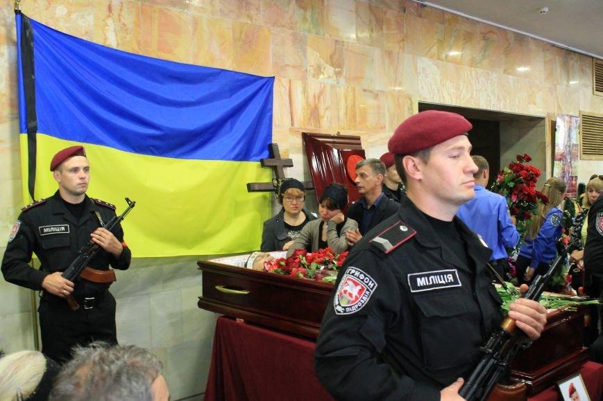 Более 2 тысяч сумчан провели в последний путь «беркутовца», погибшего от противотанковой мины террористов (ФОТО), фото-6