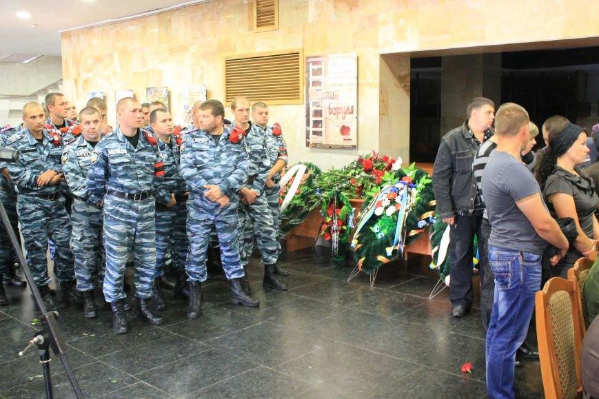 Более 2 тысяч сумчан провели в последний путь «беркутовца», погибшего от противотанковой мины террористов (ФОТО), фото-4