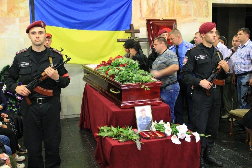 Более 2 тысяч сумчан провели в последний путь «беркутовца», погибшего от противотанковой мины террористов (ФОТО), фото-2