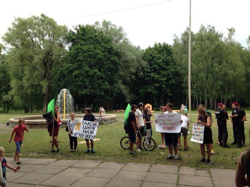 Черниговские активисты в Горсаду агитировали людей не ходить в цирк, фото-1