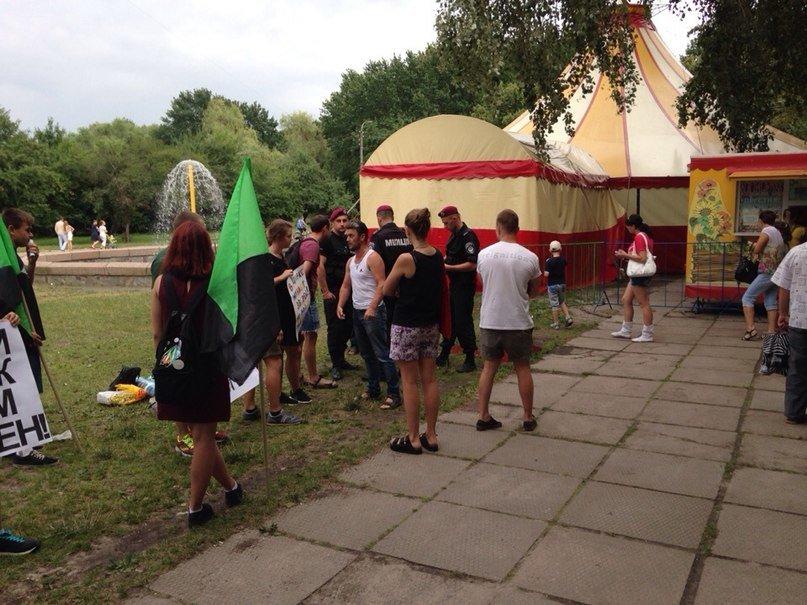 Черниговские активисты в Горсаду агитировали людей не ходить в цирк, фото-2