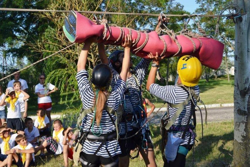 ФОТОРЕПОРТАЖ: запорожские дети спасали друг дружку и упражнялись на точность с пожарным гидрантом, фото-2