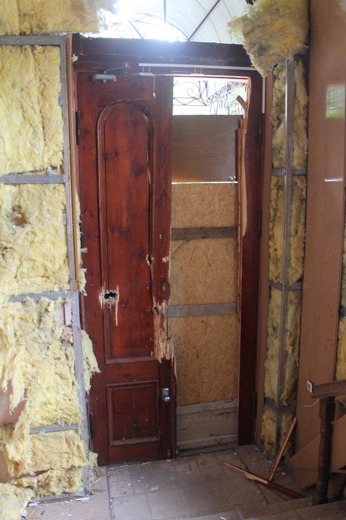 В Артемовской прокуратуре обнаружили две комнаты, в которых держали пленных, фото-4