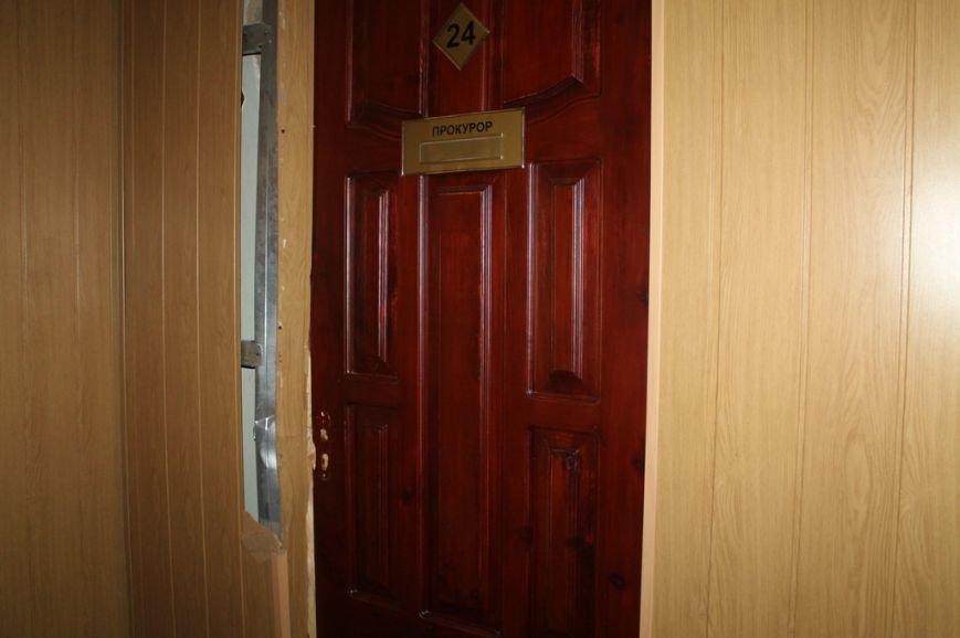 В Артемовской прокуратуре обнаружили две комнаты, в которых держали пленных, фото-9
