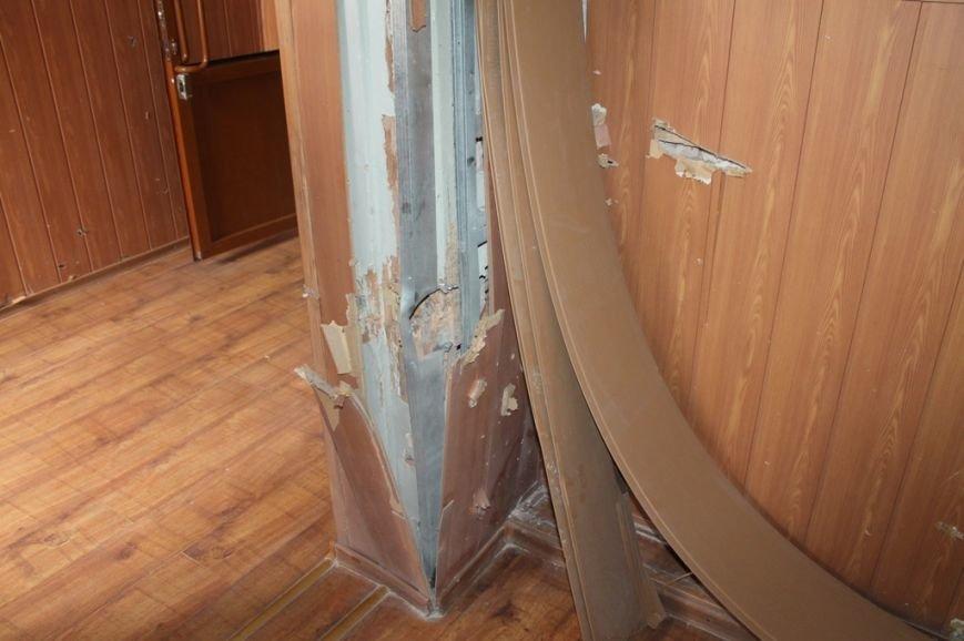 В Артемовской прокуратуре обнаружили две комнаты, в которых держали пленных, фото-5