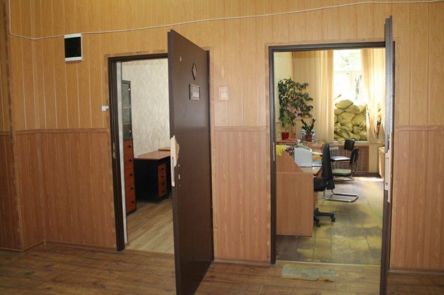 В Артемовской прокуратуре обнаружили две комнаты, в которых держали пленных, фото-7