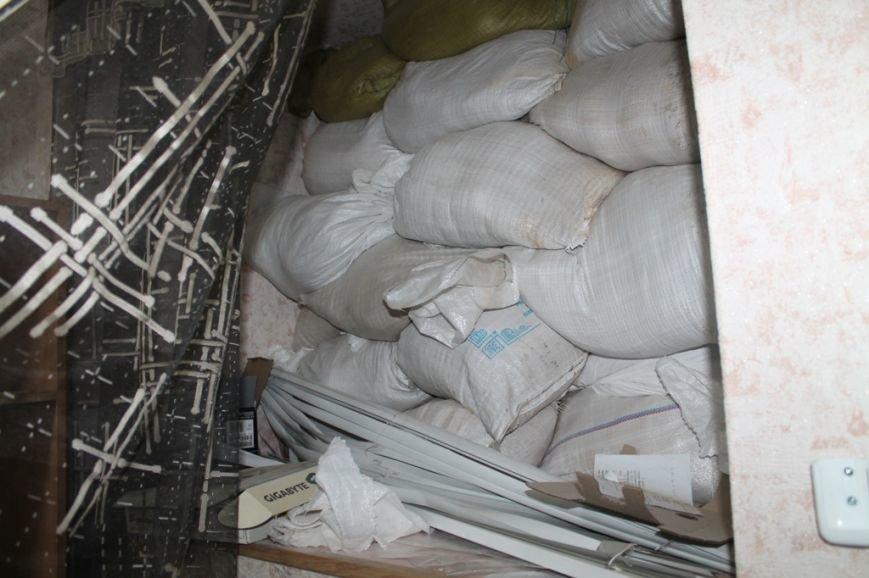 В Артемовской прокуратуре обнаружили две комнаты, в которых держали пленных, фото-8