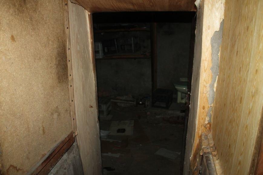 В Артемовской прокуратуре обнаружили две комнаты, в которых держали пленных, фото-3