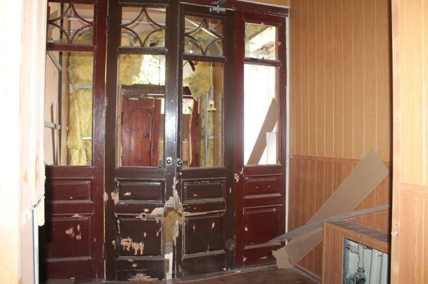 В Артемовской прокуратуре обнаружили две комнаты, в которых держали пленных, фото-6
