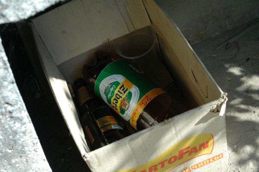ФОТОФАКТ: В Запорожье служащие милицейской части «снимают стресс» алкоголем, фото-1