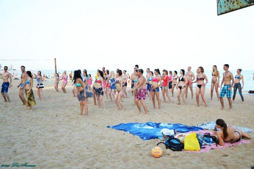 На пляже Мариуполя устроили танцевальную феерию (ФОТО), фото-1