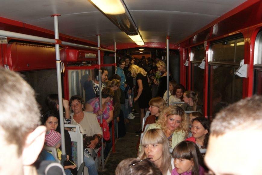 На «Ніч у Львові» у львівському трамваї зібрали гроші для армії в зоні АТО (ФОТО), фото-1