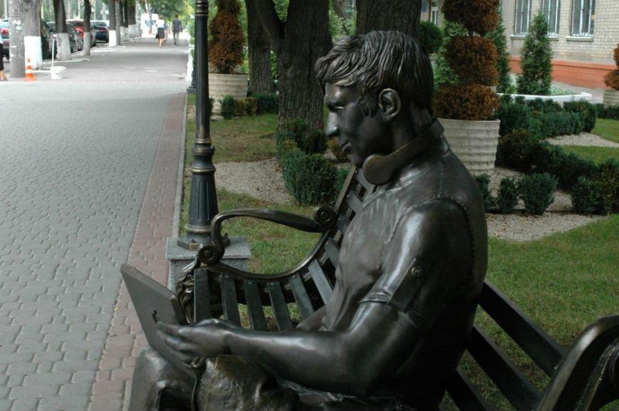 ФОТОФАКТ: В Запорожье появилась скамейка - памятник студенту, фото-4