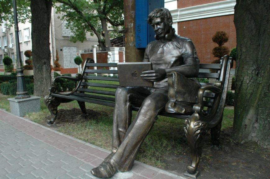 ФОТОФАКТ: В Запорожье появилась скамейка - памятник студенту, фото-1