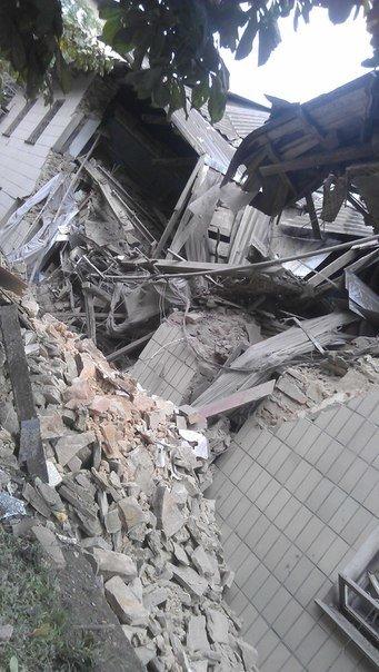 Снежное подверглось мощному авиаудару: разрушено здание городской налоговой, пострадали жилые дома, есть жертвы, фото-2