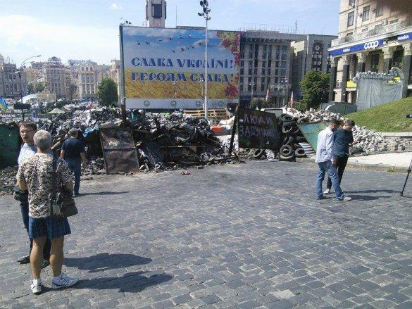 Король: На Майдане разбирали баррикады из-за неприятного запаха (ФОТО), фото-4