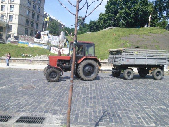 Король: На Майдане разбирали баррикады из-за неприятного запаха (ФОТО), фото-2