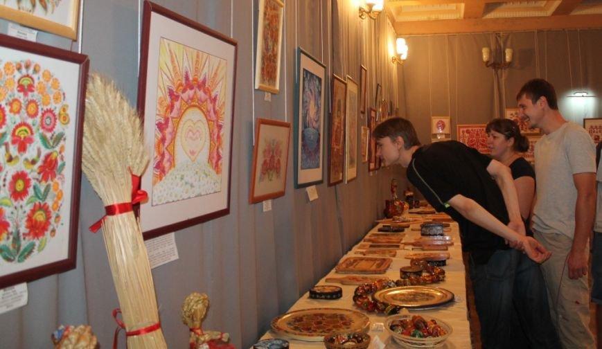 На выставке «Дивоцвіти Часів Яру» объединили работы современников и аутентичные работы народного творчества (ФОТО+ВИДЕО), фото-17