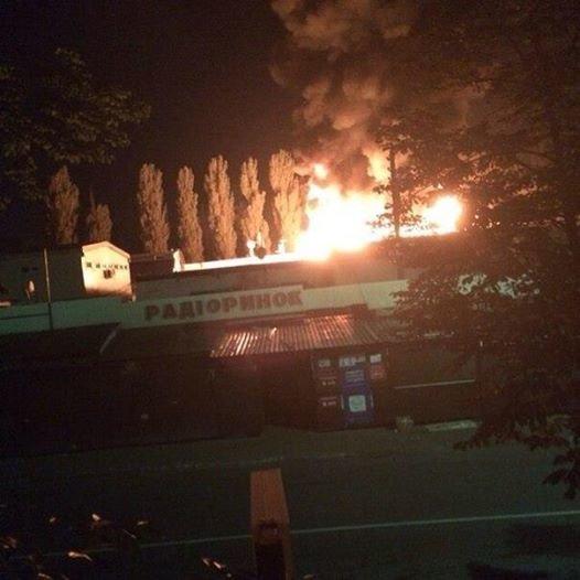 В Киеве ночью горел радиорынок (ФОТО, добавлено ВИДЕО), фото-1