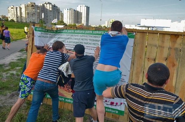 В Киеве активисты облили зеленкой замначальника Дарницкой милиции (ФОТО), фото-2