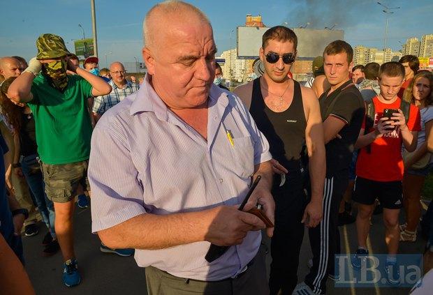 В Киеве активисты облили зеленкой замначальника Дарницкой милиции (ФОТО), фото-7
