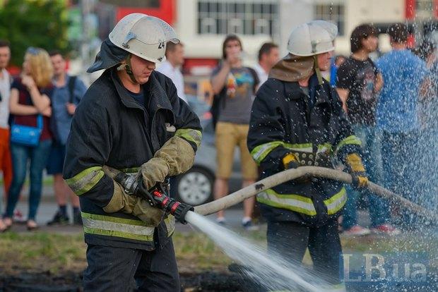 В Киеве активисты облили зеленкой замначальника Дарницкой милиции (ФОТО), фото-13