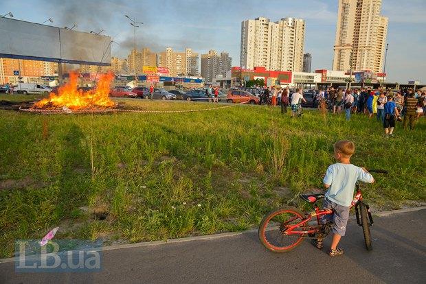 В Киеве активисты облили зеленкой замначальника Дарницкой милиции (ФОТО), фото-1