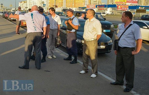 В Киеве активисты облили зеленкой замначальника Дарницкой милиции (ФОТО), фото-11