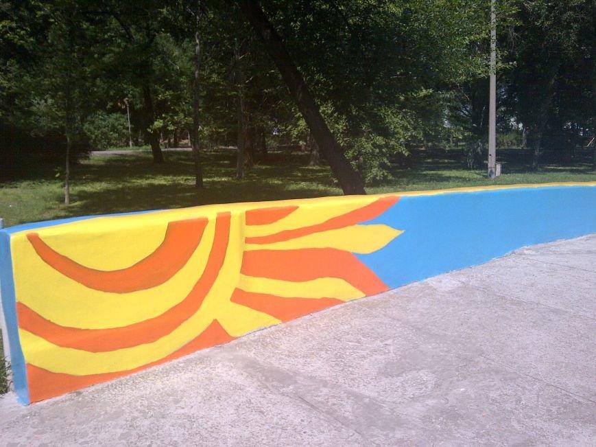 ФОТОФАКТ: Запорожская «Дубовка» преобразилась - отремонтированные скамейки и рисунки в патриотических тонах, фото-2