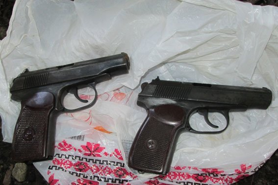 У парку, де грають діти знайшли пістолети, які були викрадені під час «Ночі гніву» (фоторепортаж), фото-1