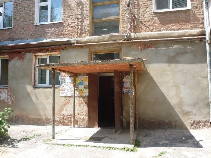У Рівному ремонтують входи у під'їзди (Фото), фото-1