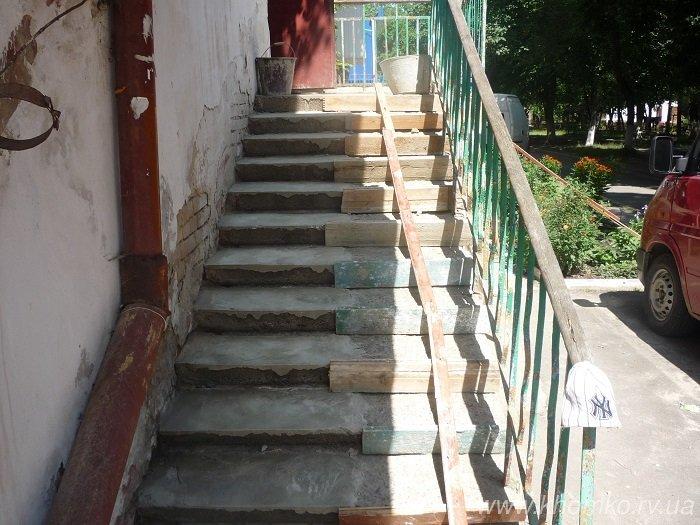 У Рівному ремонтують входи у під'їзди (Фото), фото-2