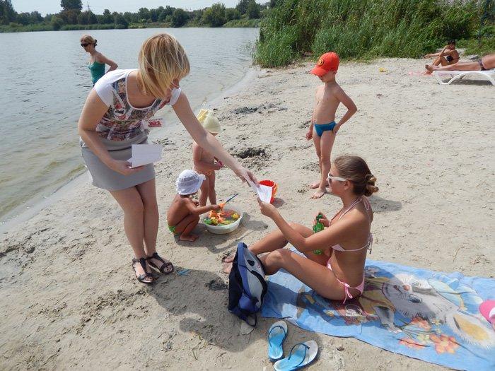 Криворожские спасатели и волонтеры пообщались с отдыхающими на пляжах, фото-2