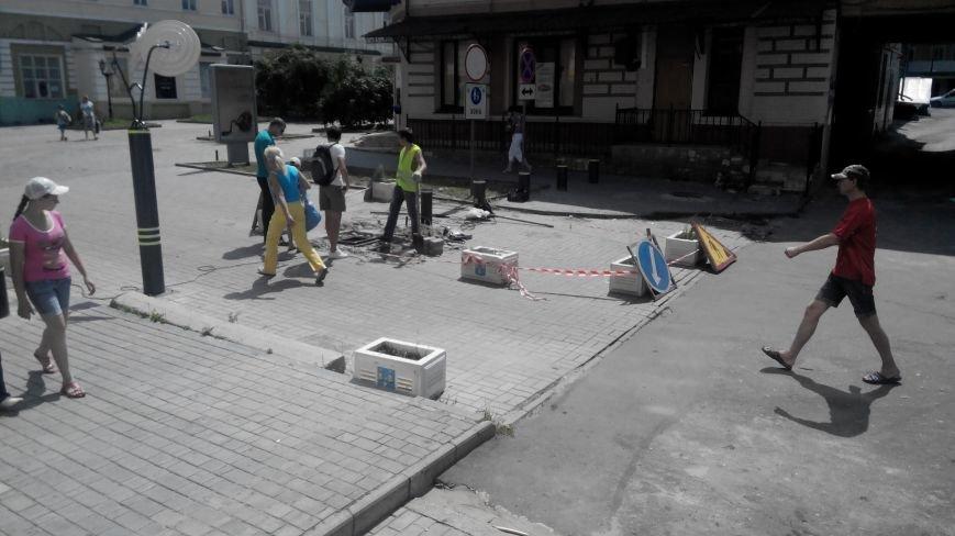 В Сумах взялись за ремонт болларда (ФОТО), фото-1