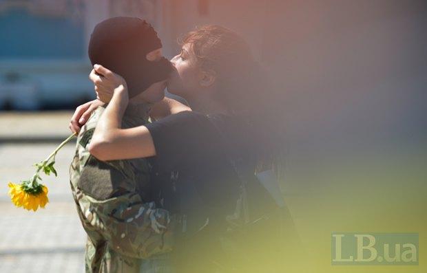 В Киеве в зону АТО провожали новобранцев батальона «Азов» (ФОТО), фото-1